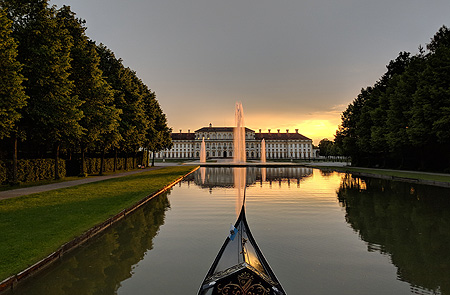 Picture: Schleißheim New Palace with gondola on the central canal