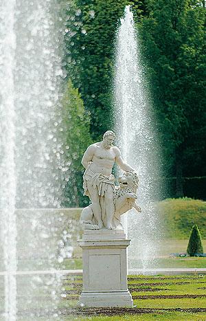 Bild: Statue des Herkules im Parterre