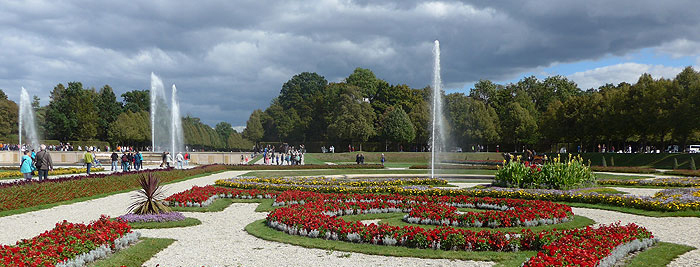 Picture: Flower parterre in front of the New Palace