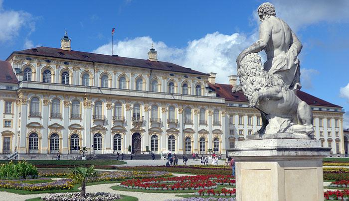 Bild: Neues Schloss Schleißheim, Gartenfassade mit Blumenparterre